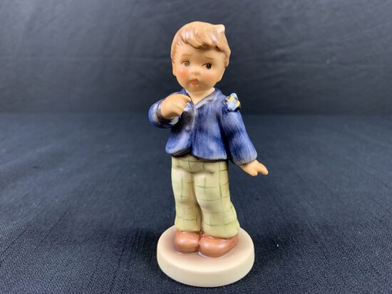 Hummel Collectors Club Boy with Bee