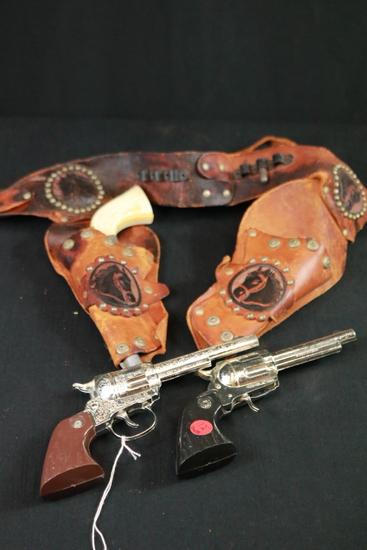 3 Cap Guns & Belt