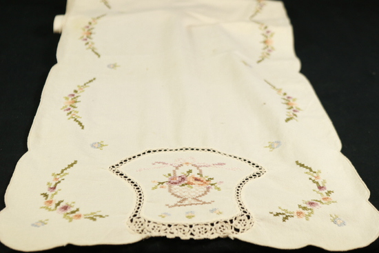 2 Table Linens
