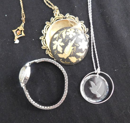 LOT 3 PENDANTS GOLD-FILLED & ONE WATCH
