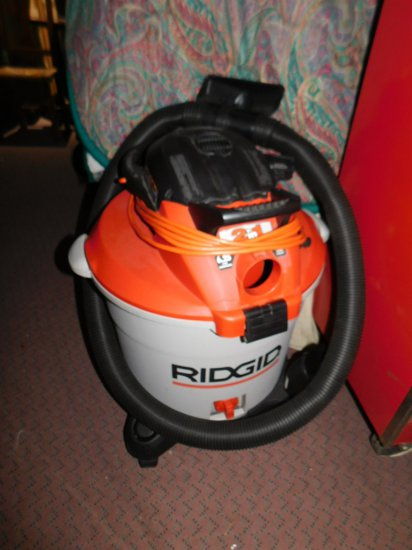 LIKE NEW RIDGID 5.0 SHOP VAC WITH USE LOOKS TO BE USED ONCE