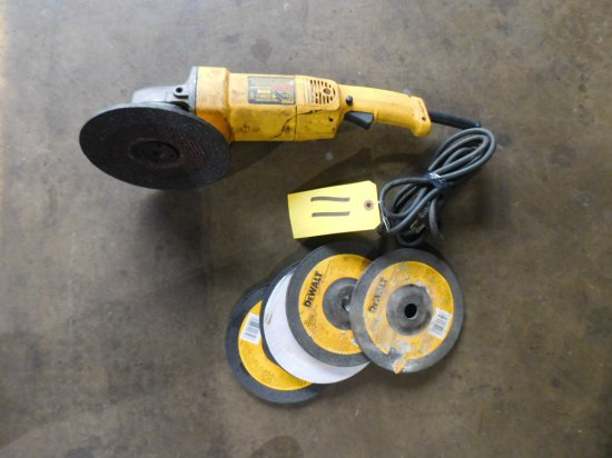 """DW 840 7"""" ANGLE GRINDER W/ 5 GRINDING WHEELS"""