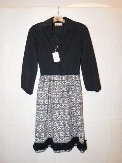 DRESS:  BLACK & WHITE PLU DRESS, BUTTON TOP, FRINGE ON BOTTOM, , APROX. SIZ