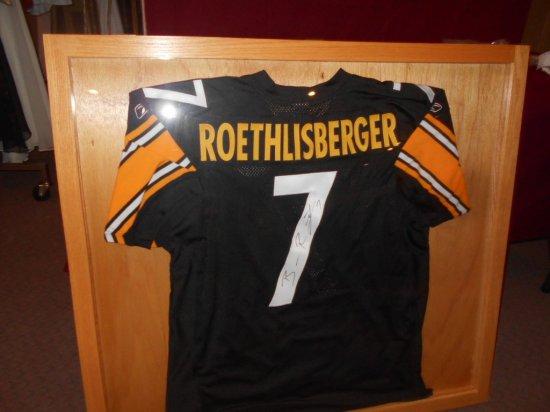 ROETHLISBERGER HOME JERSEY BLACK- IN NATURAL WOOD CASE- AUTOGRAPHED-BIG BEN