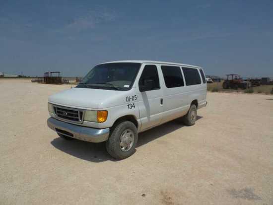 *2004 Ford E-350 XLT Super Duty Passenger Van
