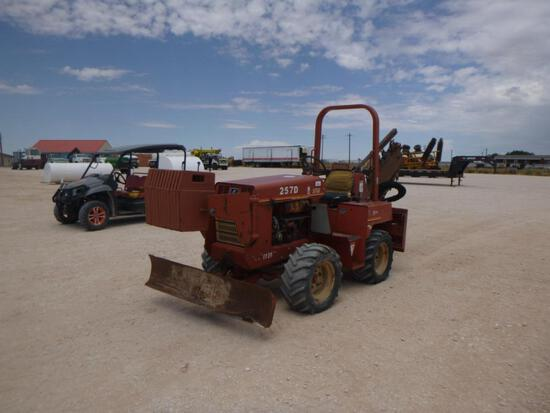 2000 Ditch Witch 5700 Trencher