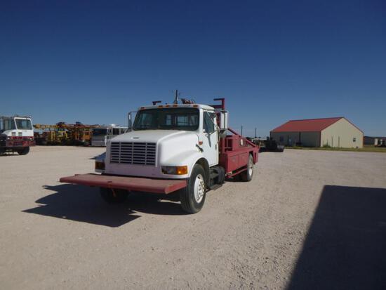 2001 International 4700 Roustabout Truck
