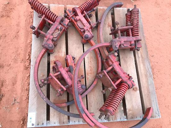 Pallet with Ripper Shanks