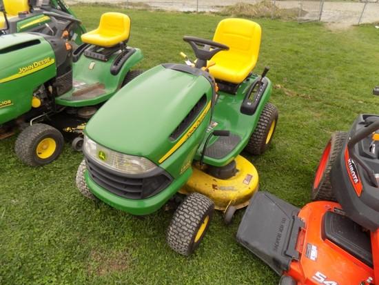 JD LA110 Lawn Tractor w/ 42'' Deck