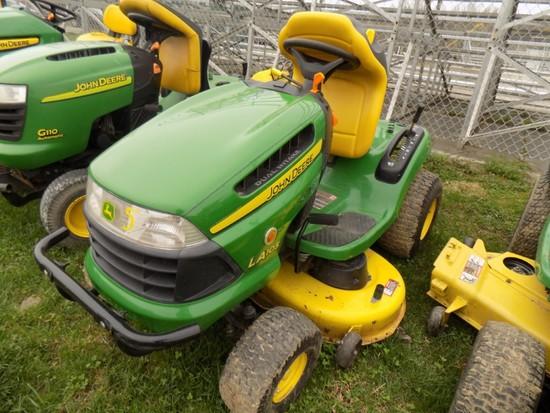 JD LA 105 Lawn Tractor w/ 42'' Deck