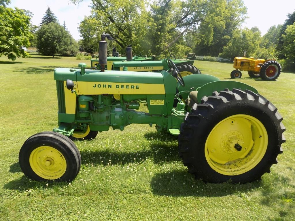Excellent JD Antique Tractor Auction
