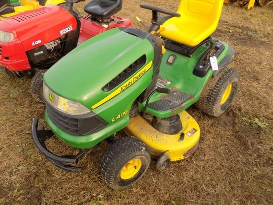 JD LA135 Lawn Tractor w/42'' Deck (SC)