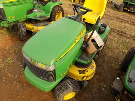 JD LX266 Lawn Tractor, hydro, w/42'' Deck, 400 Hours, s/n 074329