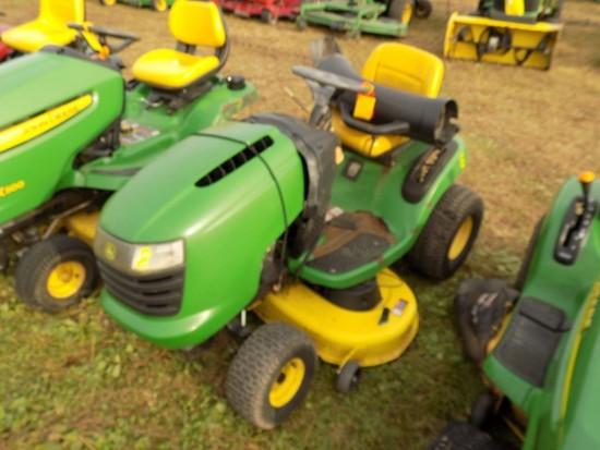 JD L-Series Lawn Tractor w/42'' Deck, Hydro