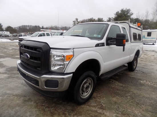 2014 Ford F250, 4WD, Ext. Cab, White, 6.5 Box, V8 Gas Eng., Auto Trans., w/