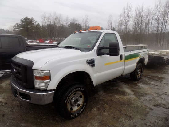 2008 Ford F250 Super Duty, White, Automatic, Gas Eng., 4WD, x9 Winch in Bac