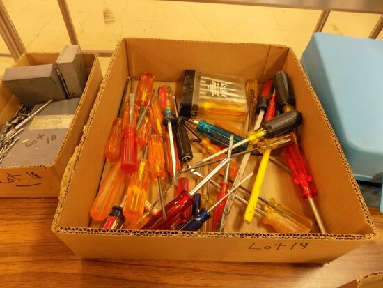 Box with Large Quantity of Screwdrivers & Hex Drivers