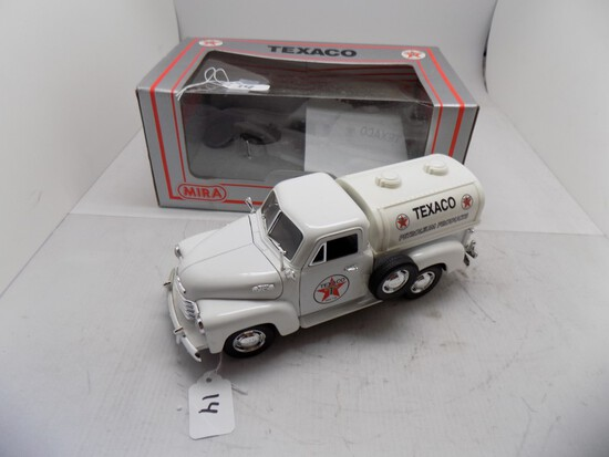 Texaco 1953 Chevy Tanker by Mira in 1:18 Scale