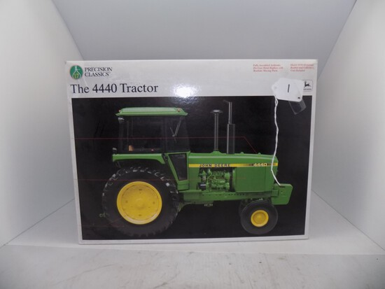 Precision Series 1/16 Scale ''The 4440 Tractor'' JD by Ertl (9)