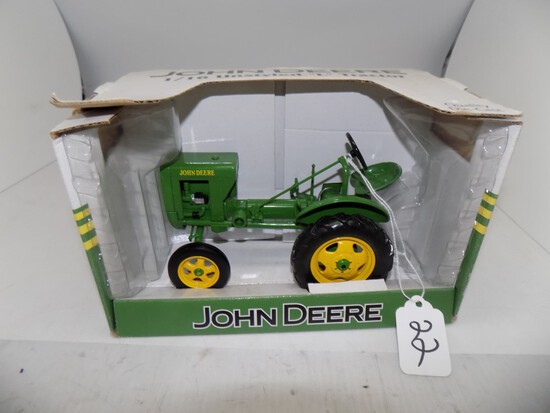 John Deere Unstyled ''L'' Tractor in 1/16 Scale by Spec Cast