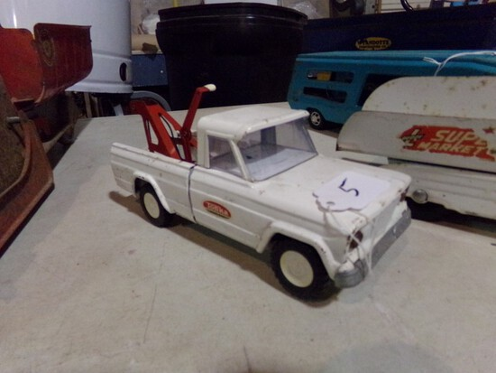 Tonka Jeep Tow Truck, Older Tin Toy, 9 1/2'' Long