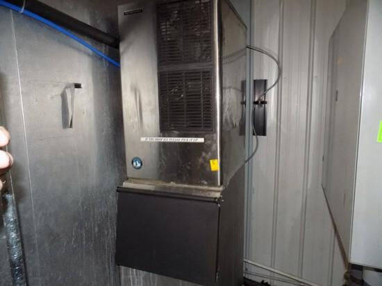 Hoshizaki Ice Machine w/ Bottom Ice Chest, Model KM-630MAH, S/N P04736C, Ve
