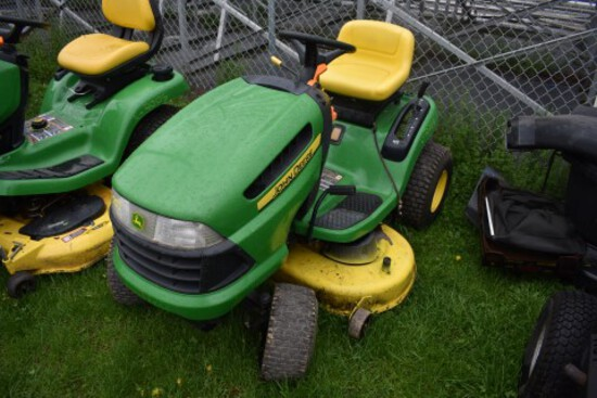 JD L100 Lawn Tractor, with 42'' Deck, Hydro (CT) (7177)