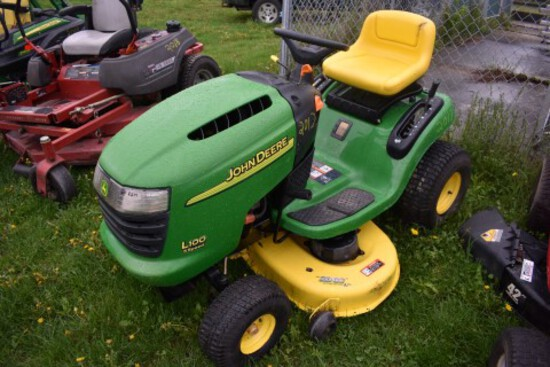 JD L100 Lawn Mower w/ 42'' Deck, 19.5Hp, S/N GXL100A030073 (5517)