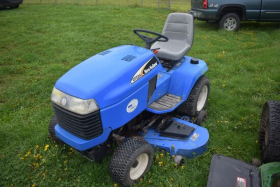 NH GT 22A Garden Tractor, w/ 60'' Deck, Hydro, 1010 Hours, PS, Hyd Lift, (7
