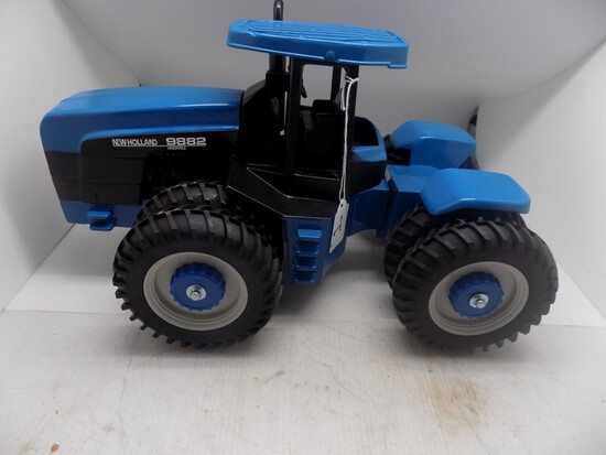 New Holland Versatile 9882, Articulated, Shelf Model with Box 1:16 Scale by