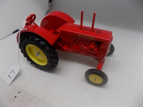 Massey Harris 25 WFE, ''NY Farm Show 1995'', with Box, 1:16 Scale by Scale