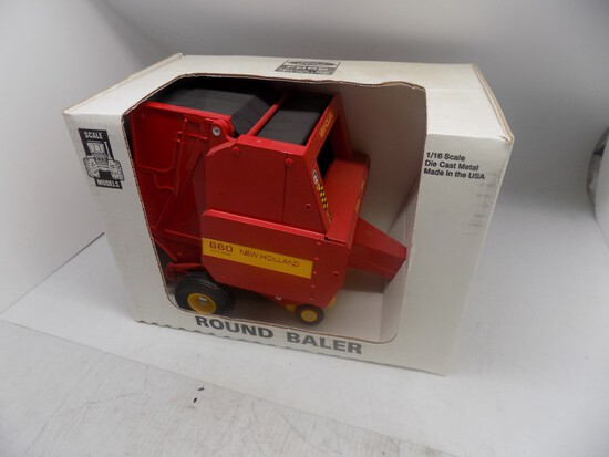 NH 660 Round Baler, NIB, 1:16 Scale, by Scale Models