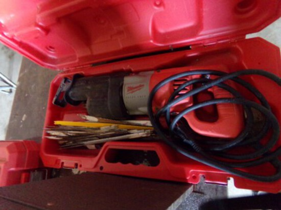Milwaukee HD Sawzall w/Extra Blades in Plastic Case