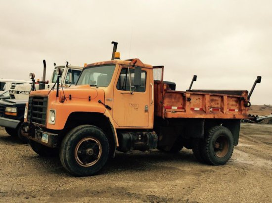1984 IH 3.5 TON dump truck