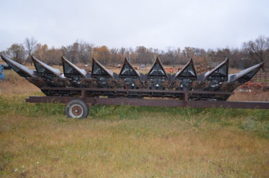 "Gleaner Hugger, 8-row 30"" corn head"