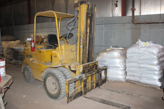 Towmotor 680 Forklift
