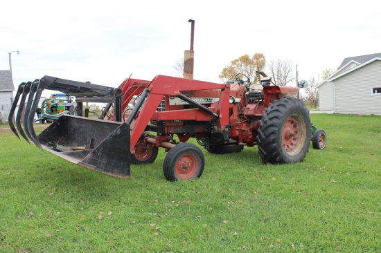 IH 756 gas Tractor with Westendorf Loader