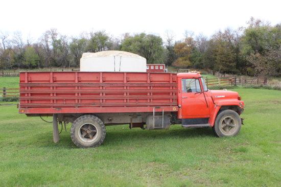 1974 IH Load Star 1600 Truck
