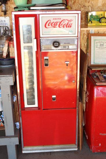 1962 Coca-Cola Soda Machine