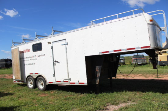 2005 United Express Enclosed 5th Wheel Trailer