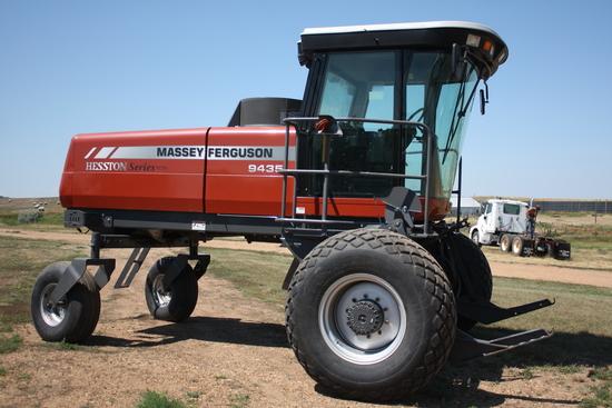 2009 Massey Ferguson-Hesston 9435 Windrower