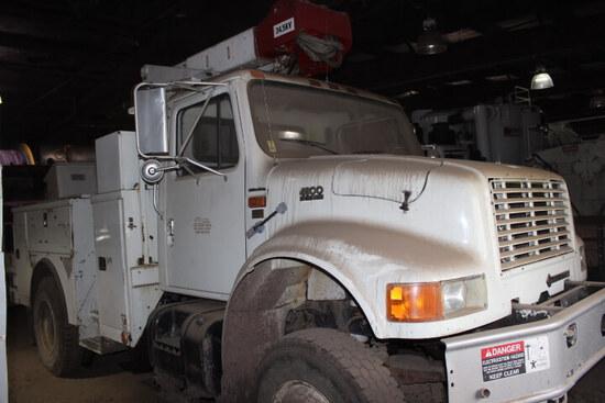1996 International 4800 DT466E All Wheel Drive Boom Truck