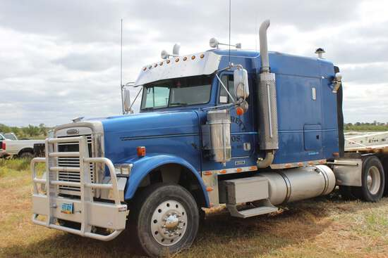 2004 Freightliner Conventional Classic 120 Semi Truck