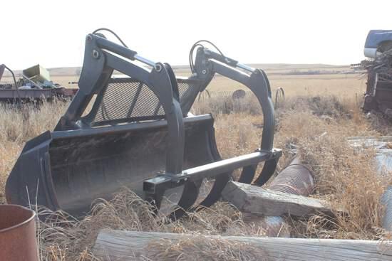 Case IH 8.5 ft. Bucket & Stine Grapple