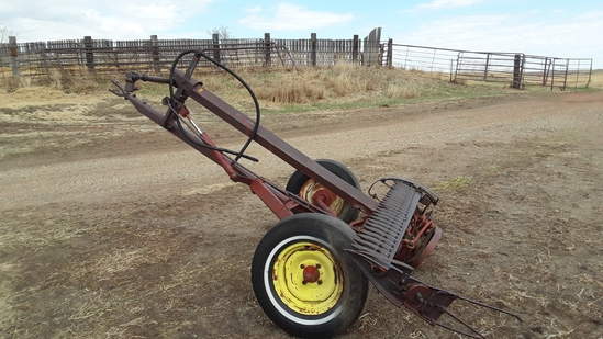 IH 1100 7' Sickle Mower