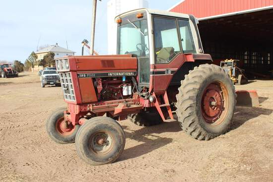 IH 186 Hydro Tractor