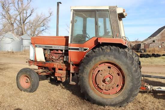 IH 186 Hydro 2WD Tractor