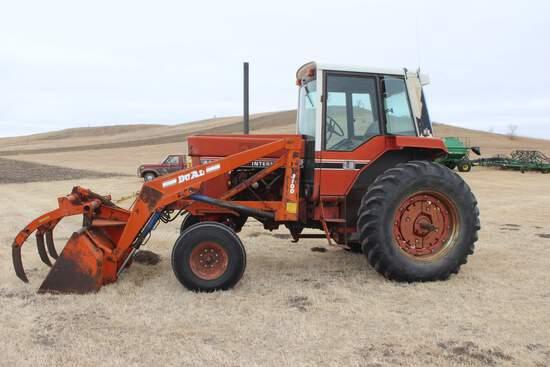 1981 International 886 Tractor