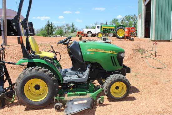 JD 2320 HST Utility Tractor