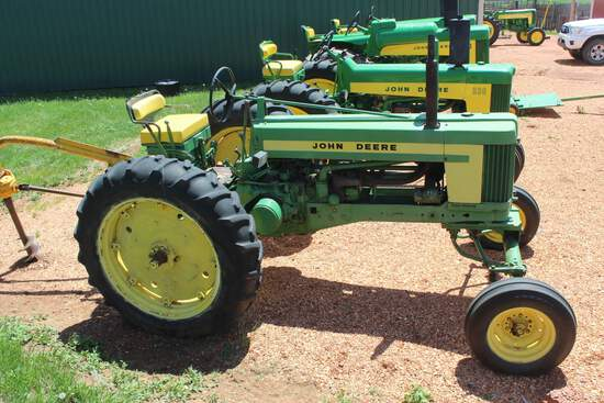 JD 520 Tractor